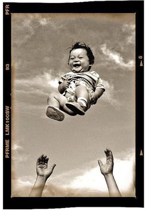 Kind in de lucht