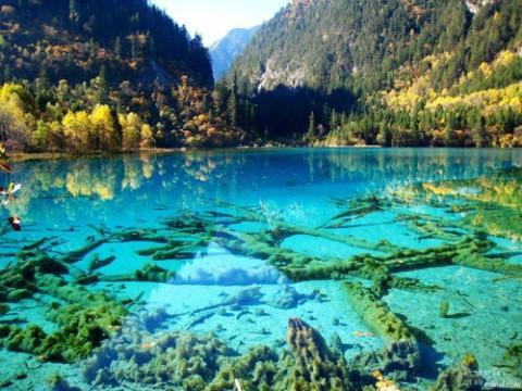 Turquoise-Meer-Jiuzhaigou-Park-China