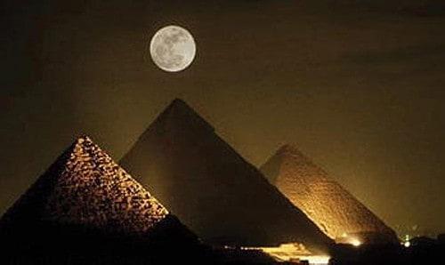 Pyramide-nacht