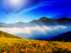 clouds-and-mountain-meadow-wallp-tlg