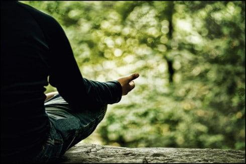 Meditatie man in bos