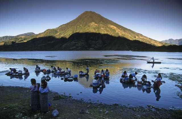 Guatemala, Santiago de Atitlan, Women washing in lake Lago De Atitlan