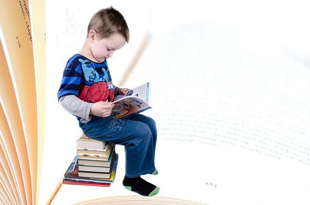 kleuterscholen -finland-jongetje leest