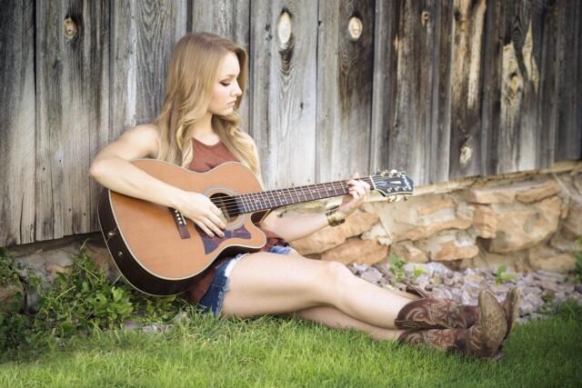 gitaar-vrouw-athena