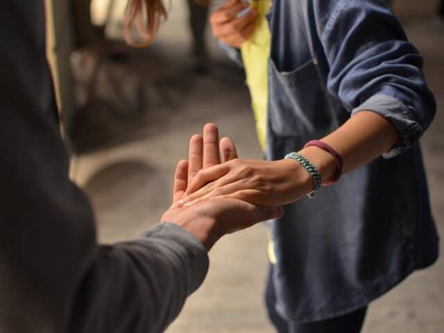 Hoe brengen we onze contacten in overeenstemming met onszelf