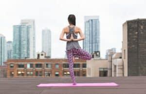 Nieuw onderzoek suggereert dat ons ego groter wordt na yoga & meditatie