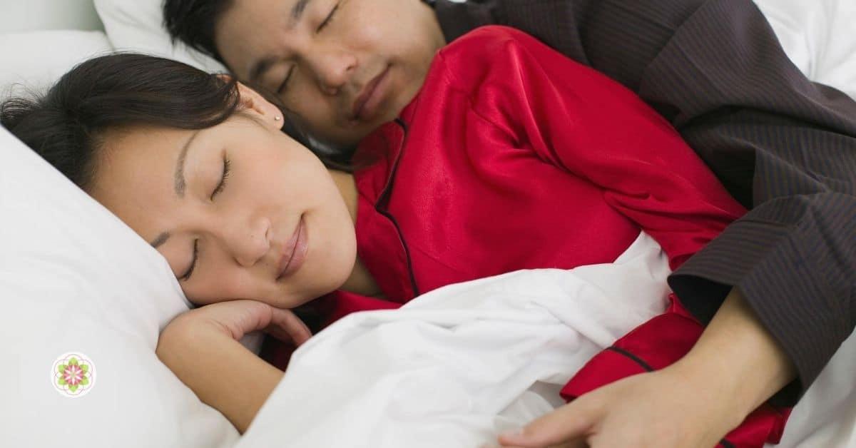 Slaap je beter met een partner naast je